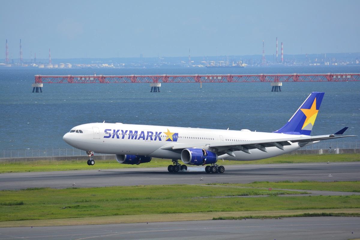 着陸するスカイマークのA330型機
