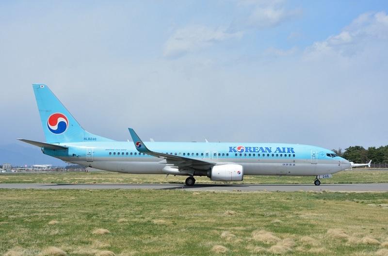 松本空港に初飛来した大韓航空のB737-800型機