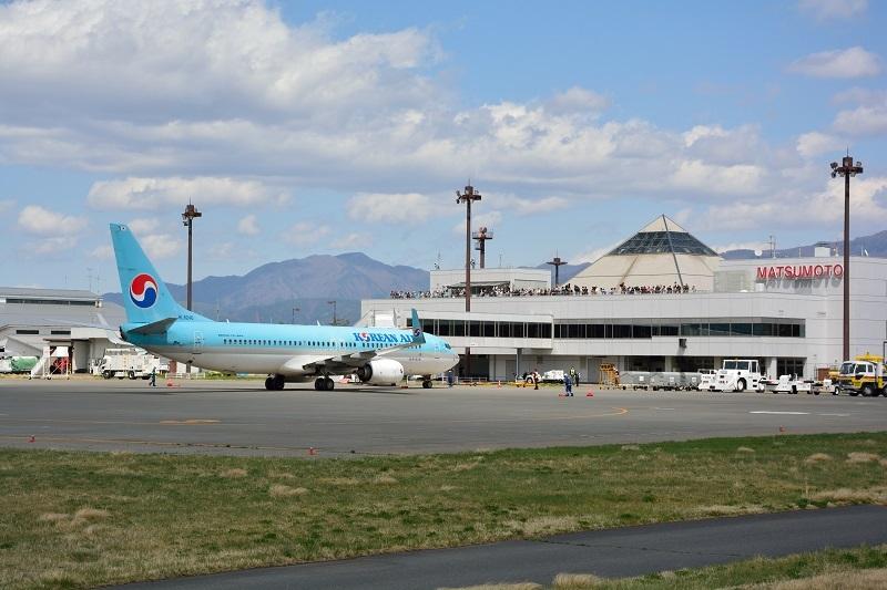 松本空港に到着した大韓航空機