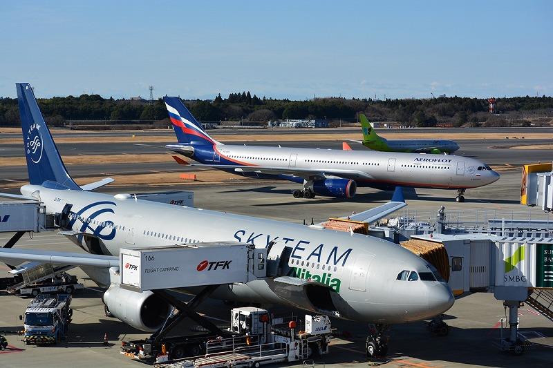 銀色に近い塗装色の3社の機体