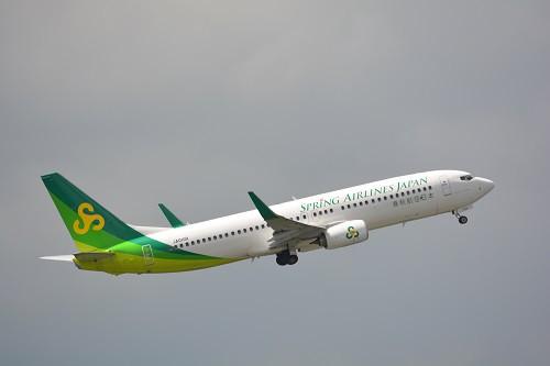 緑、黄緑の塗装が鮮やかな春秋航空日本のB737型機