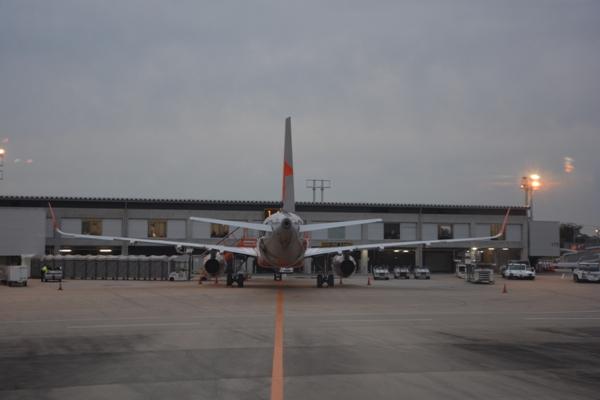 ジェットスターのA320型機の後ろ姿