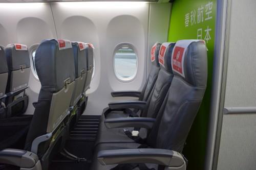 灰色の本革製の春秋航空日本のシート