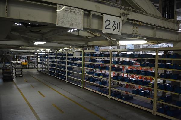 ANAの格納庫内の整備士用の工具置き場