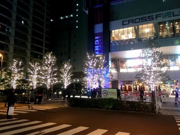 ごちうさツリー会場のUDXアキバ広場