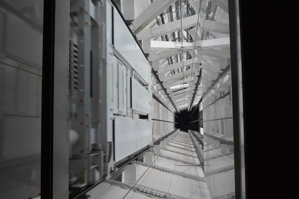 スカイツリーの展望回廊行きのエレベーター内部