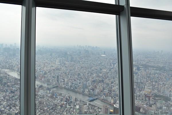 高さ450mの東京スカイツリー展望回廊からの景色