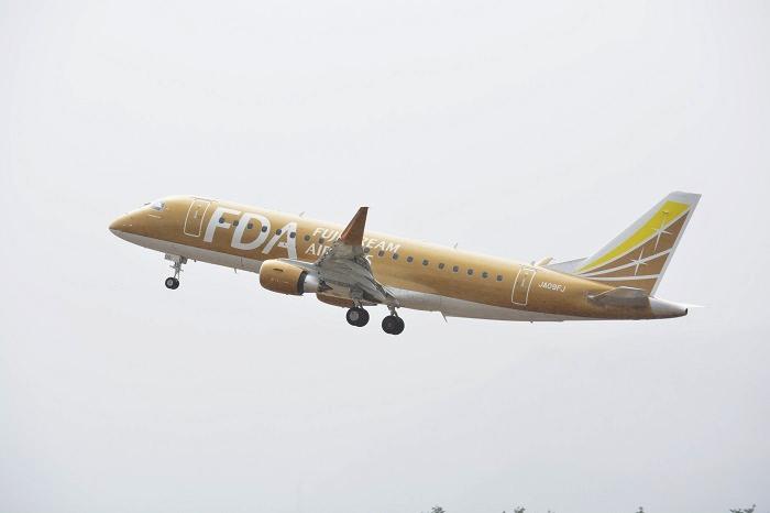 松本空港を離陸するFDA9号機