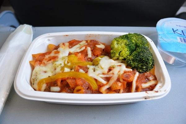 ジェットスターのペンネボロネーゼの有料の機内食
