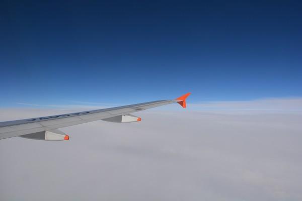ジェットスターカラーのオレンジ色が目を引くA320のウイングチップフェンス
