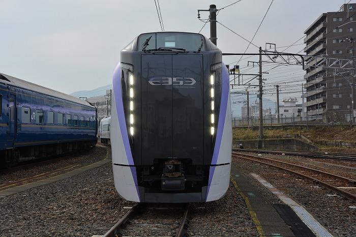 E353系の正面