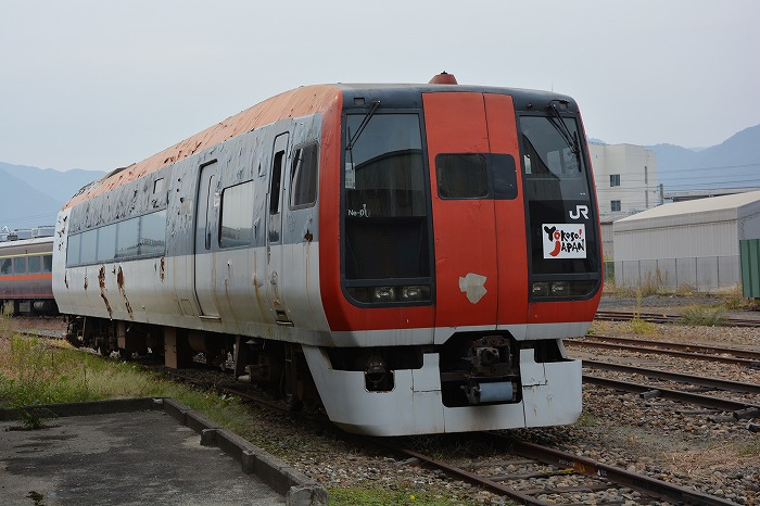 放置されていたぼろぼろの253系成田エクスプレスの先頭車両