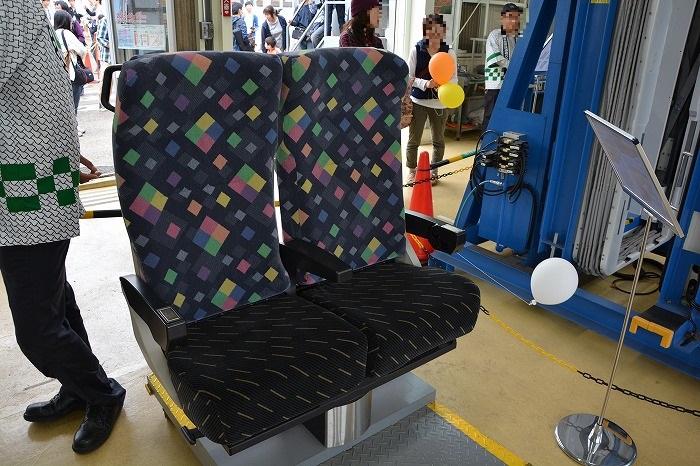 展示されていたE257系特急あずさの座席